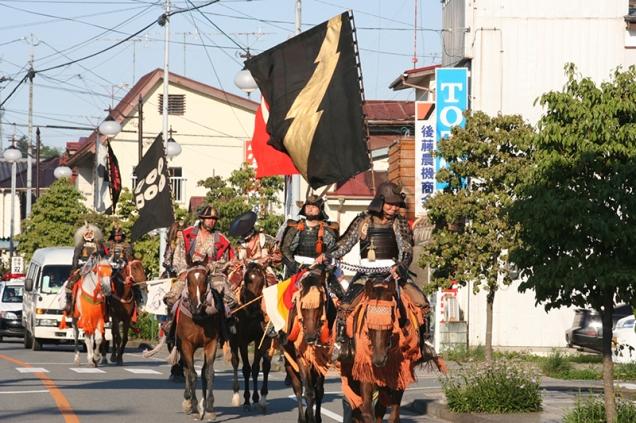 双葉町内で行われた「ミニ野馬追」の様子